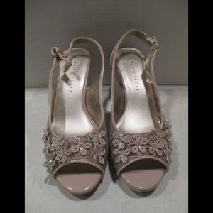 New in Box Karen Scott lenen shoes 8W